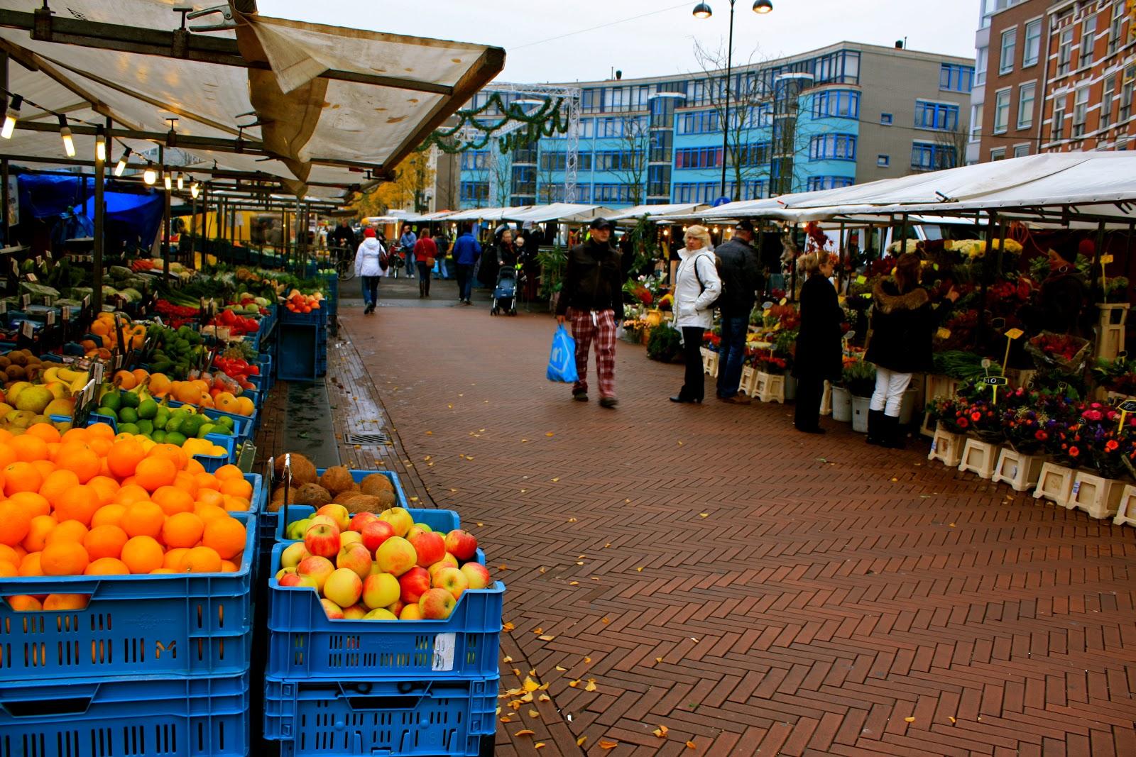 Goedkoop winkelen op de Dappermarkt in Amsterdam